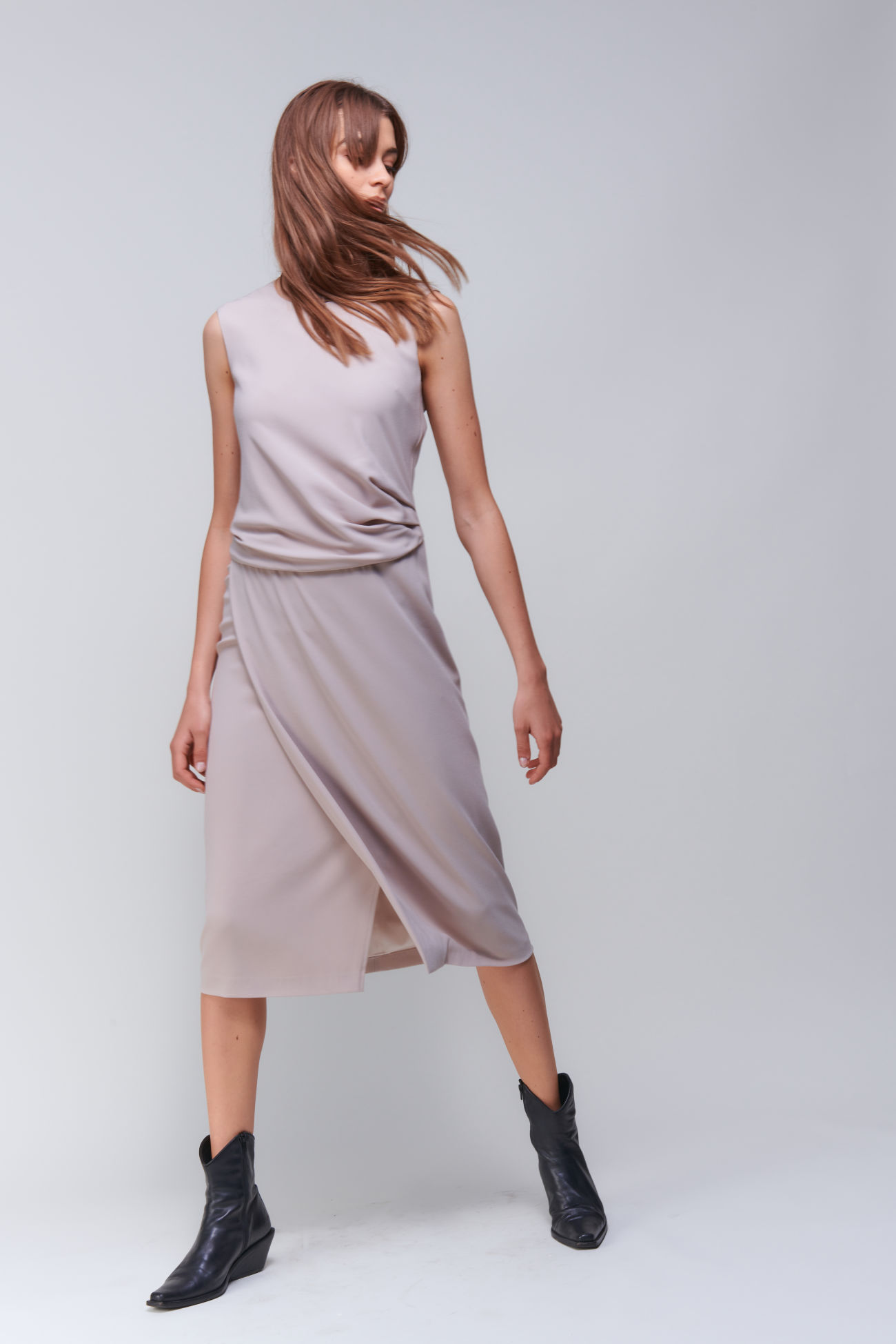 Sleeveless crêpe dress with drape effect