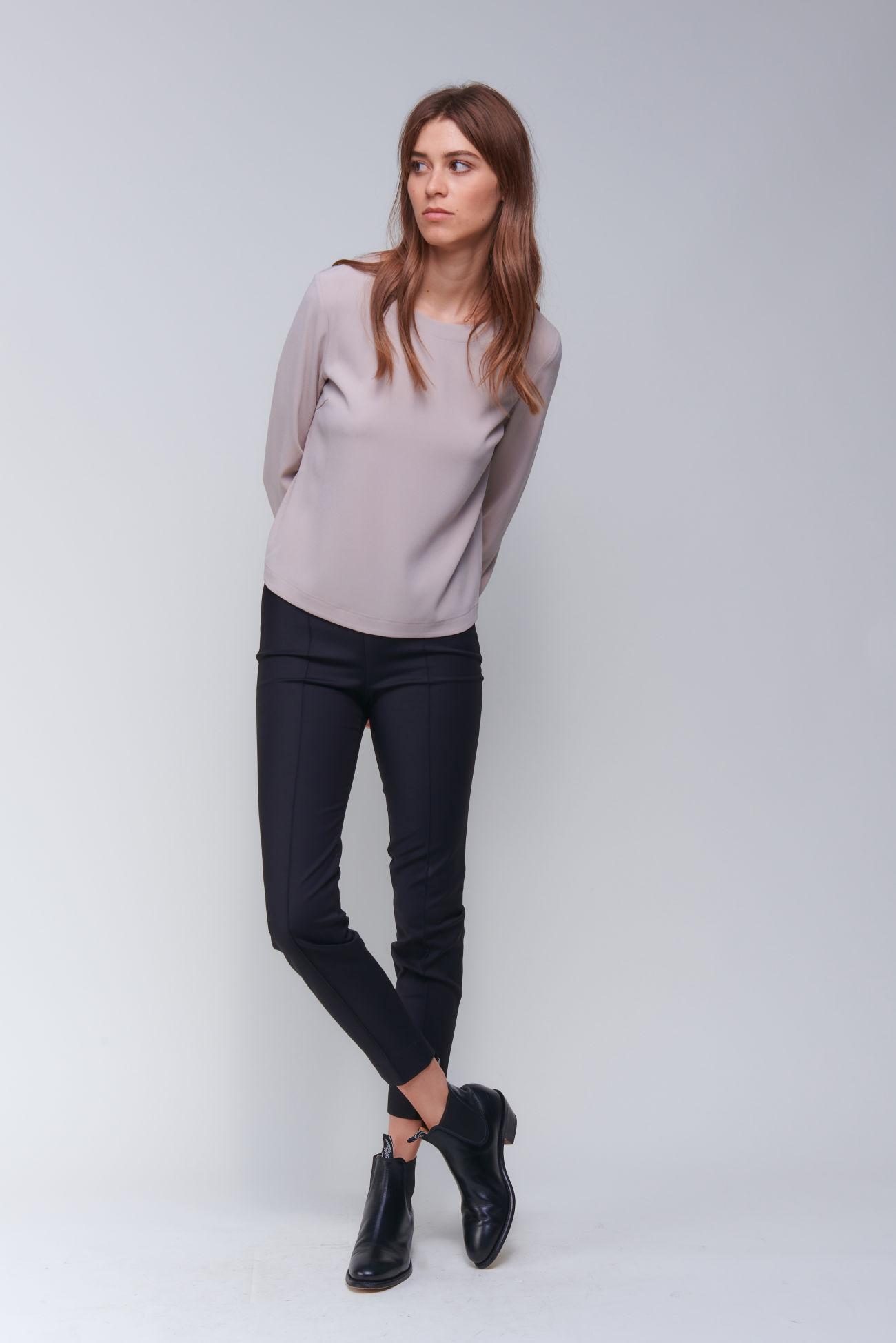 Vielseitig kombinierbare schmale Hose aus Double Poplin Stretch