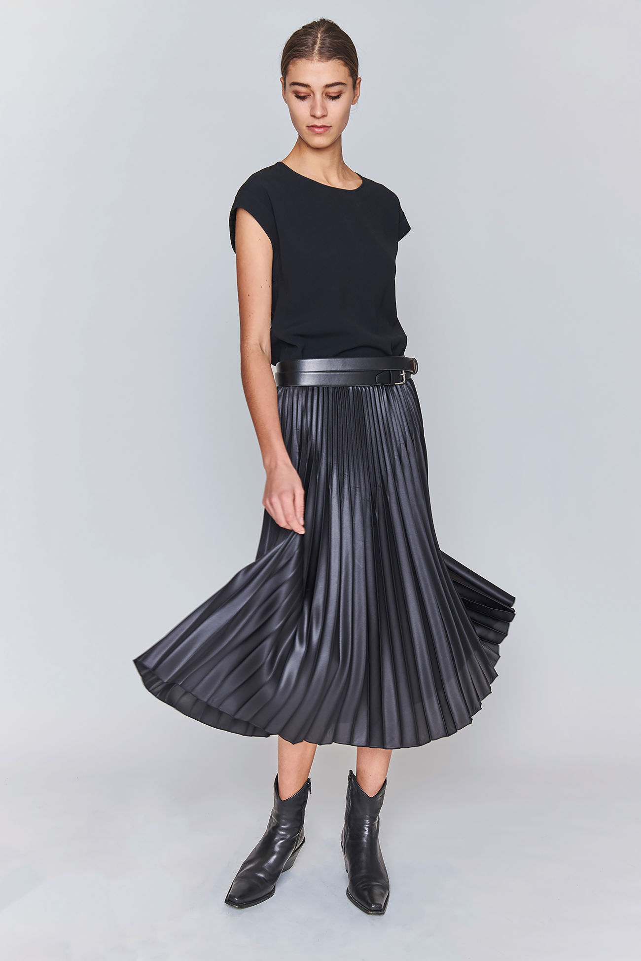 Midi skirt in shiny pleated fabric