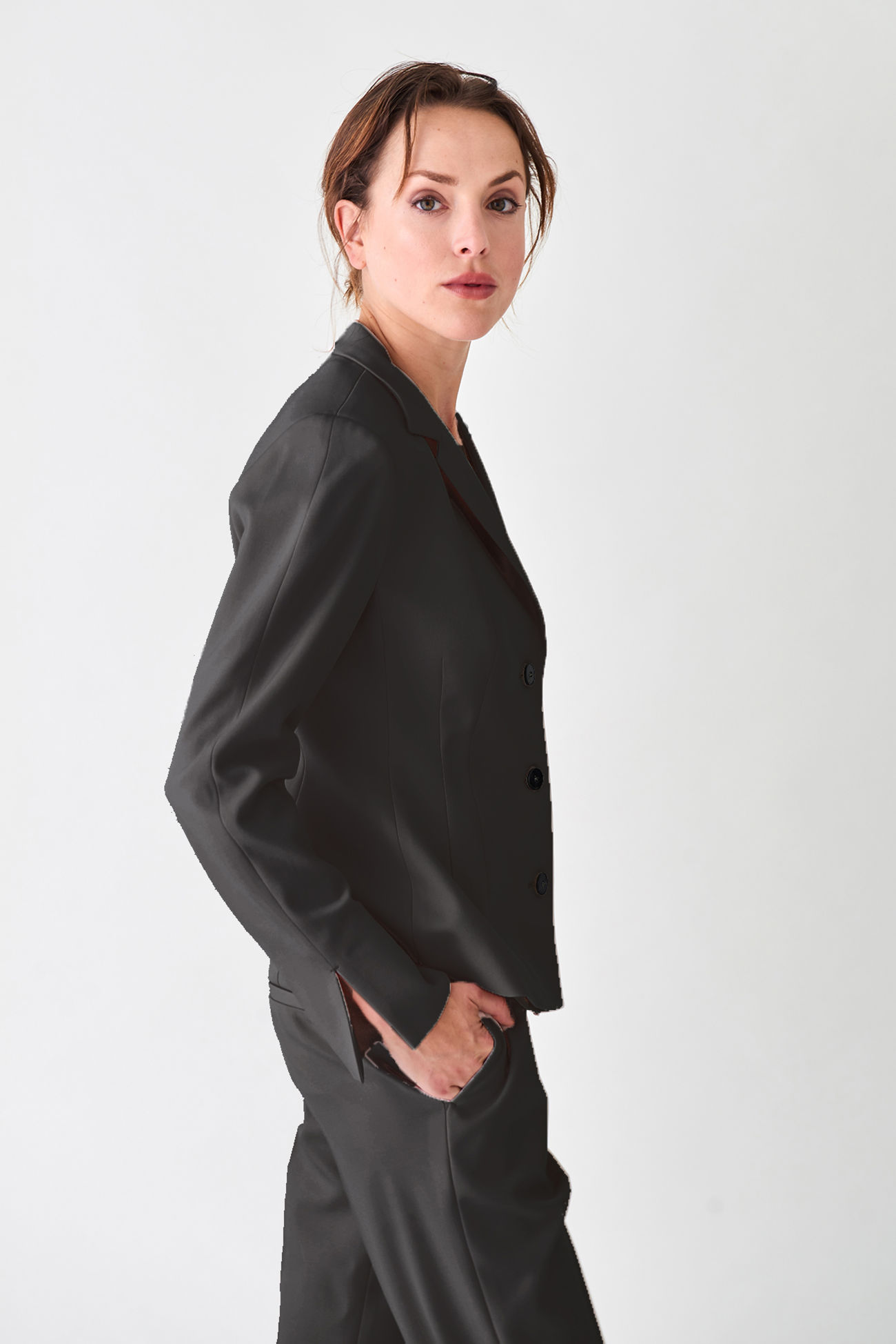 Elegant and gently tailored short jacket made of crêpe georgette