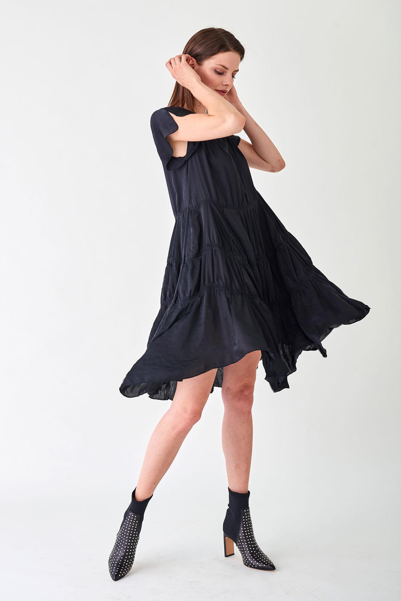 Verspieltes Kleid aus edler Fallschirmseide