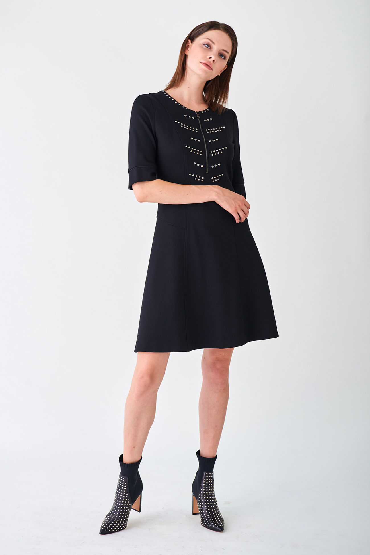 Refined jersey dress with a swinging skirt