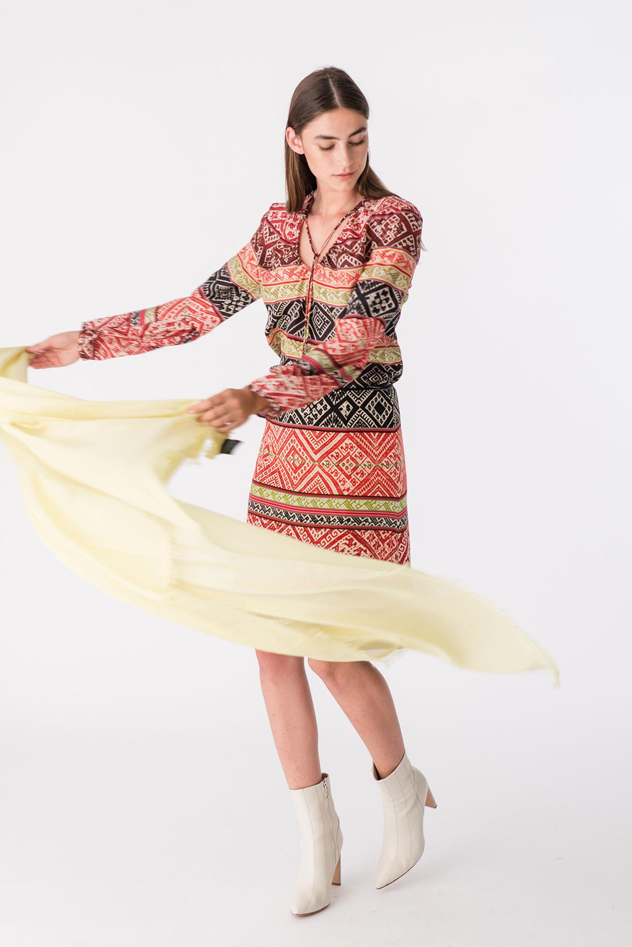 Feminine silk blouse with Inca print