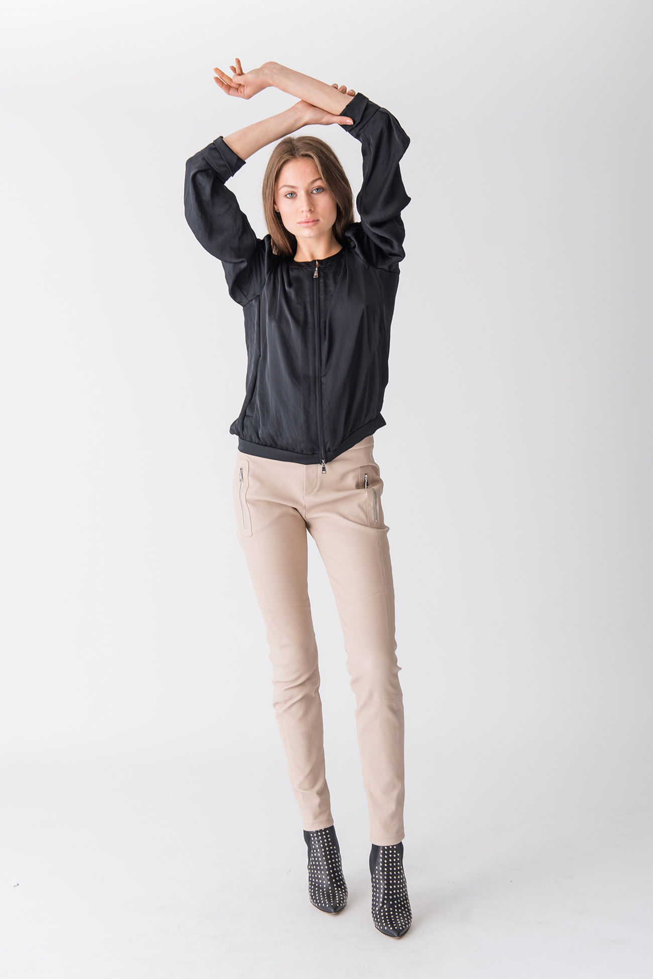 Puristic satin blouse with zipper