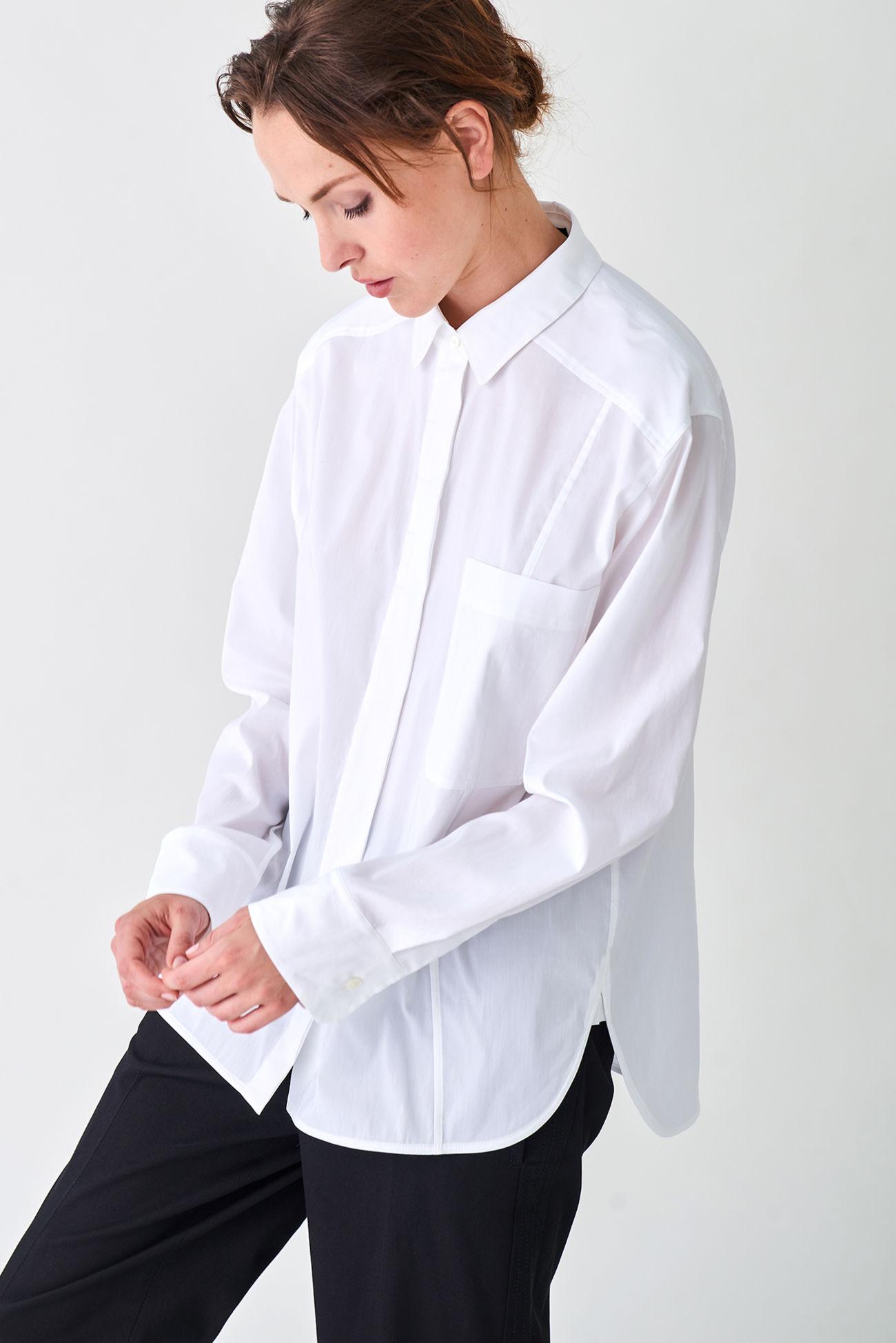 Moderne Bluse im Garçonne- Stil