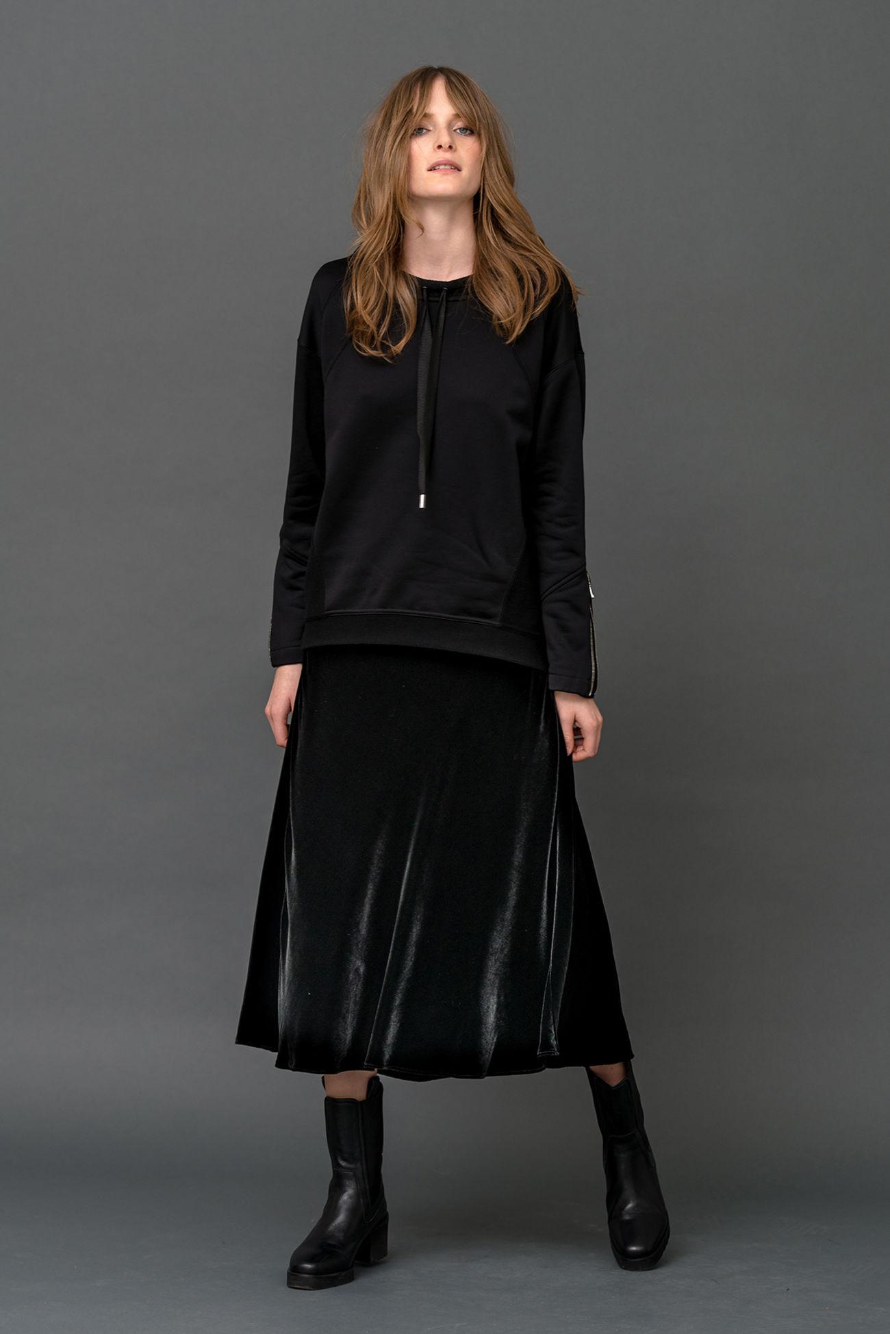 Charming velvet skirt made of viscose-silk blend