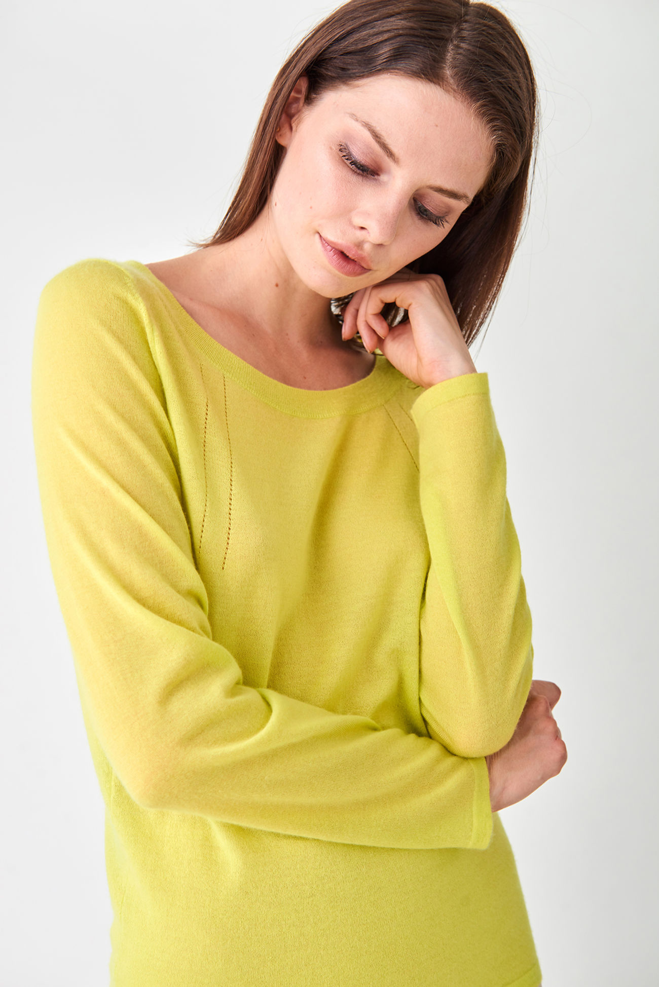 Casual cashmere pullover with boat neckline
