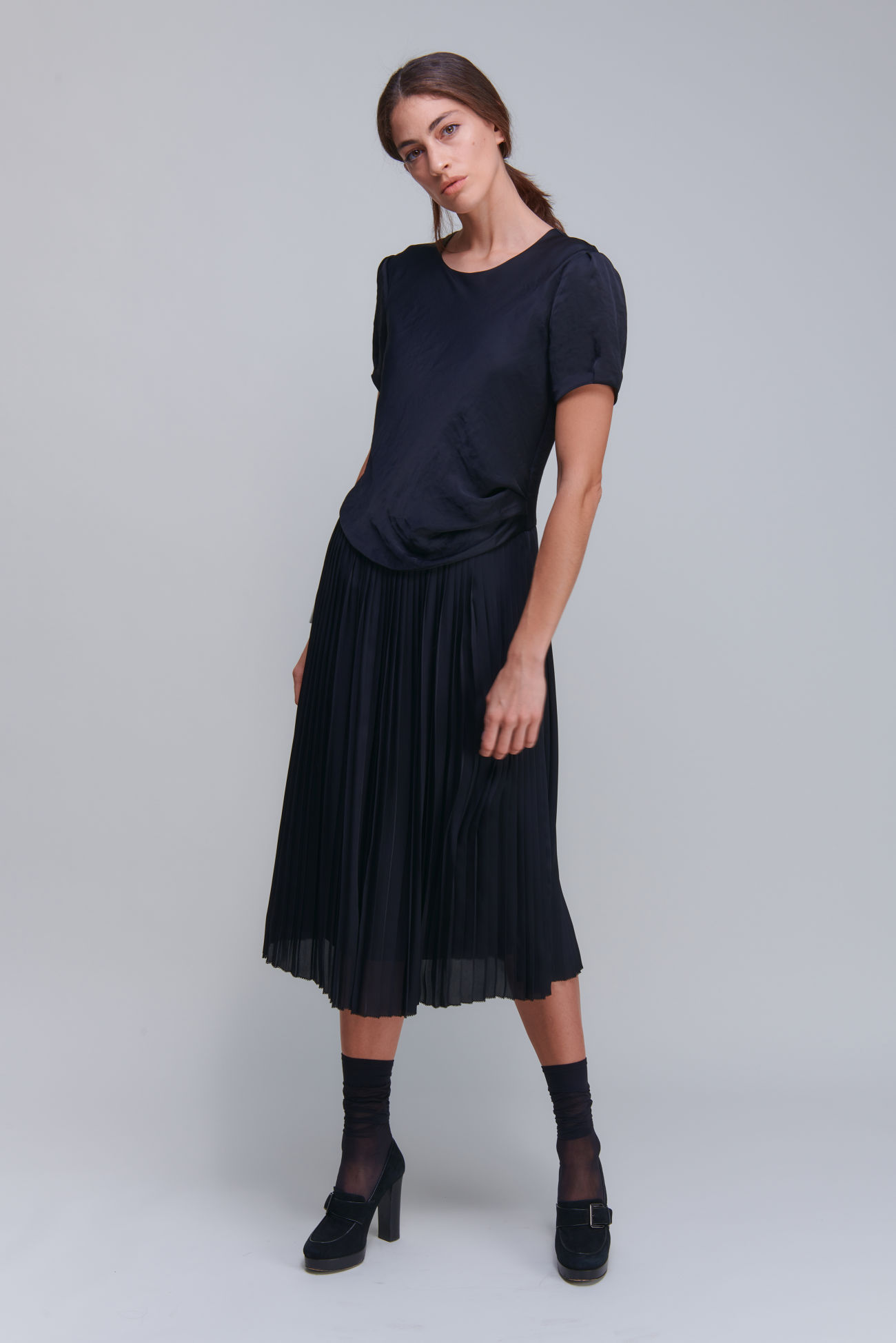 Silky shimmering short sleeve dress with drapé and pleated details