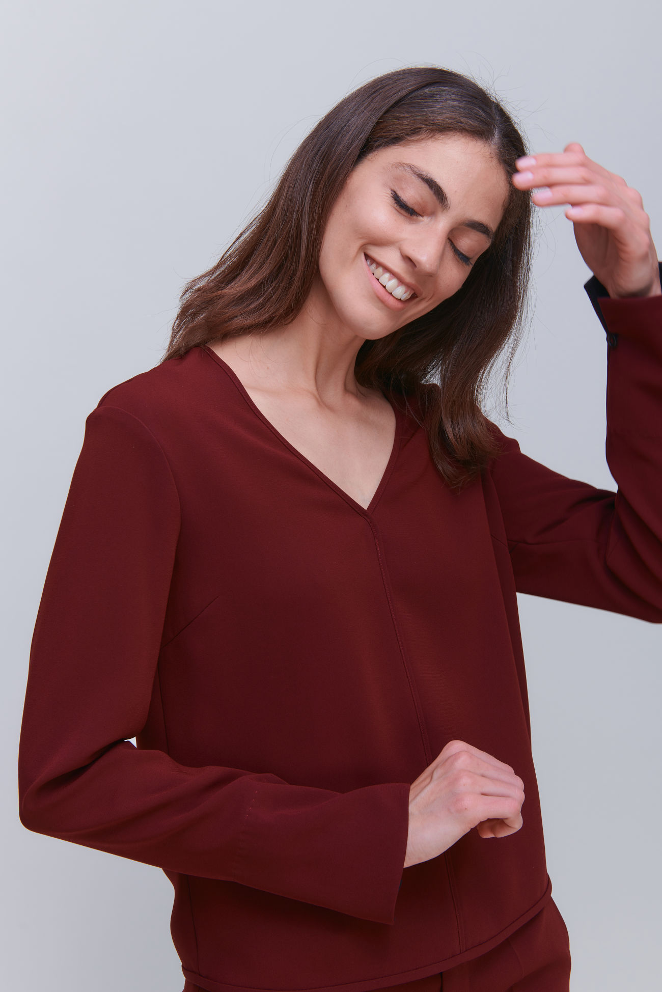 Feminine V-neck top in crêpe
