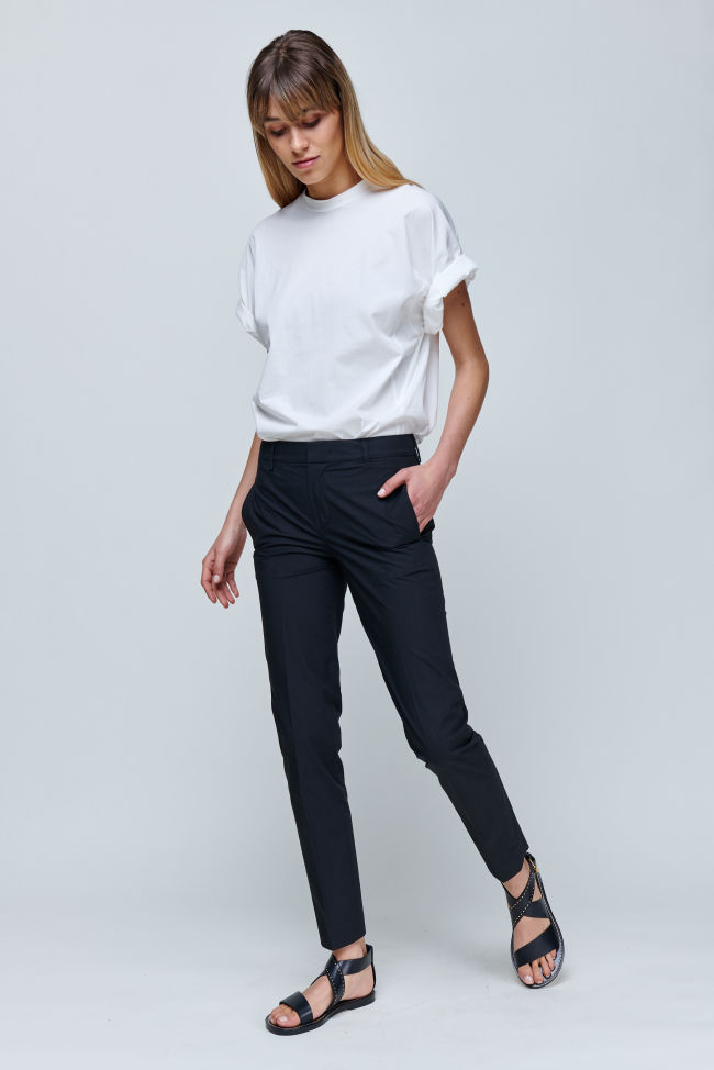 Slim trousers made of summery cotton
