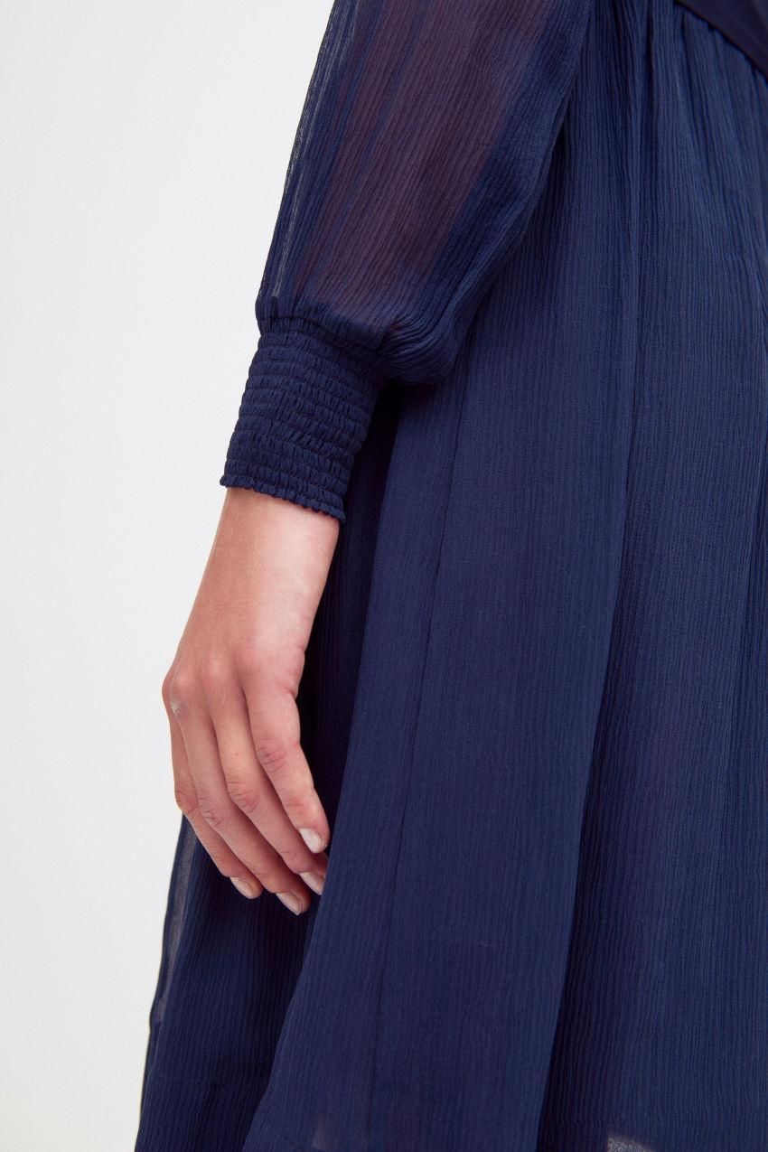 Kleid mit Taillengürtel