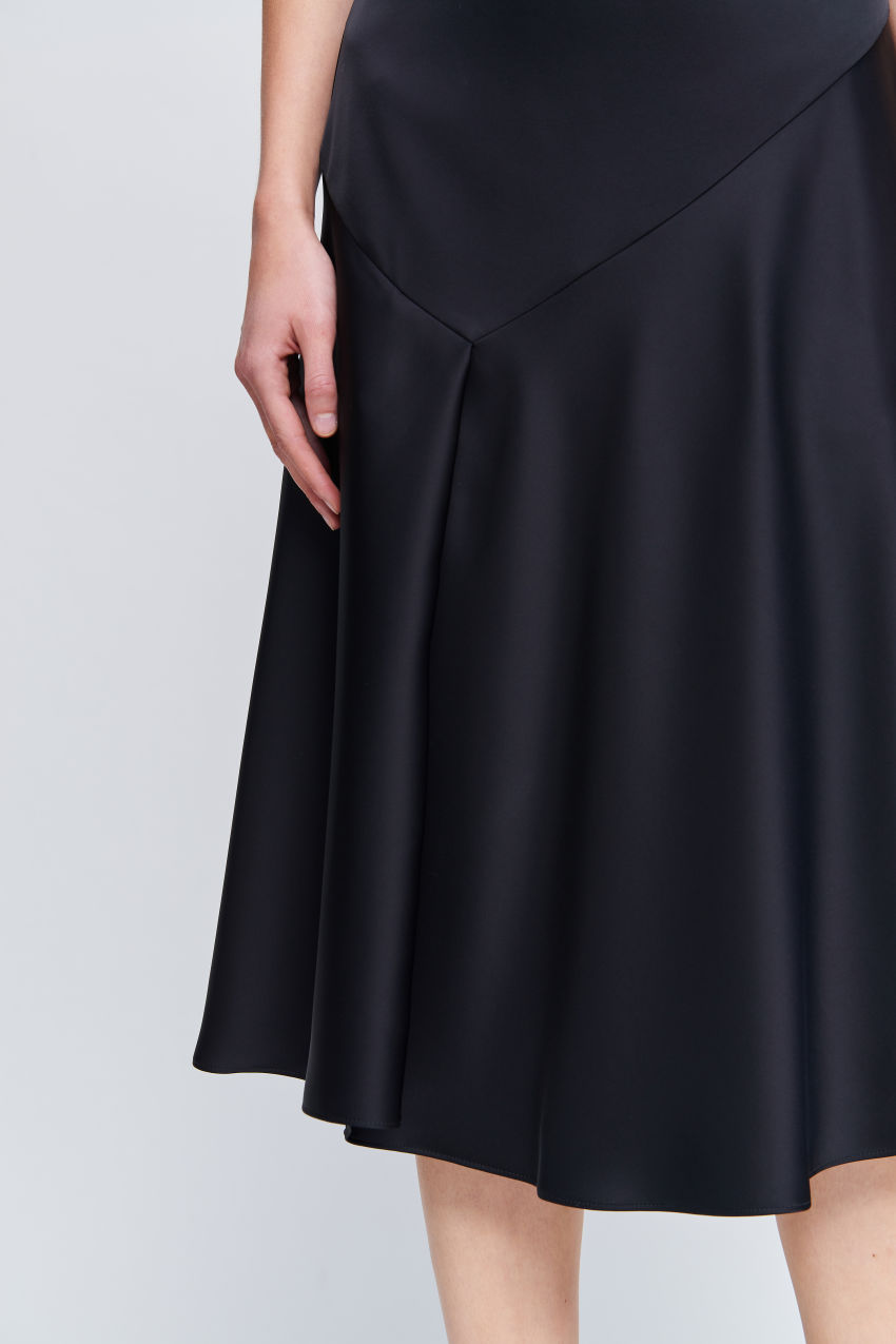 Skirt with asymmetrical seam lines