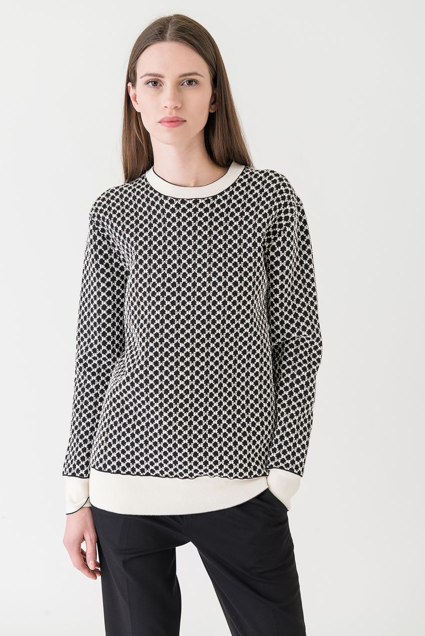 Rundhalspullover aus Baumwoll-Polyester-Kaschmir-Mix in schwarz-weißem Jacquard Muster