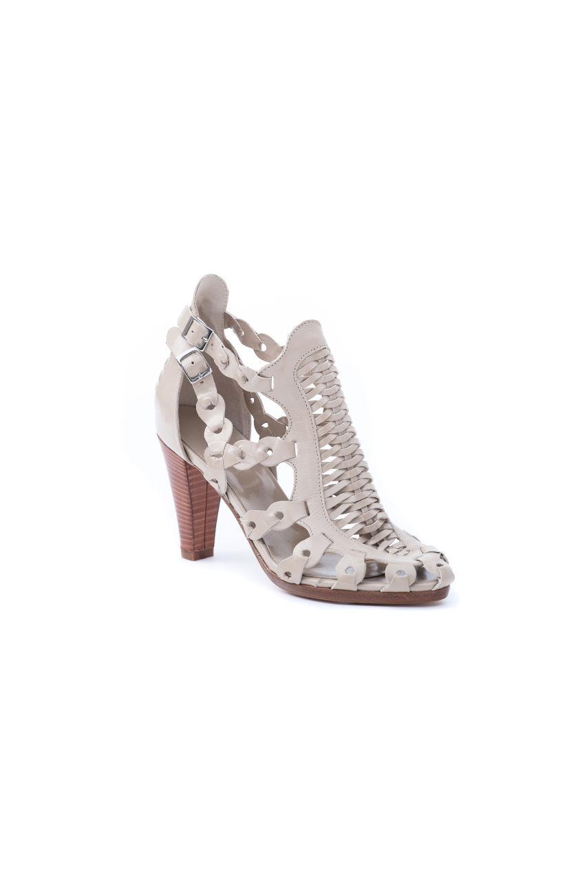 Trendsichere Sandale aus reinem Leder.