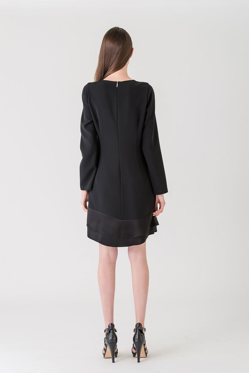 Dress made of flowing crêpe, patched with light satin