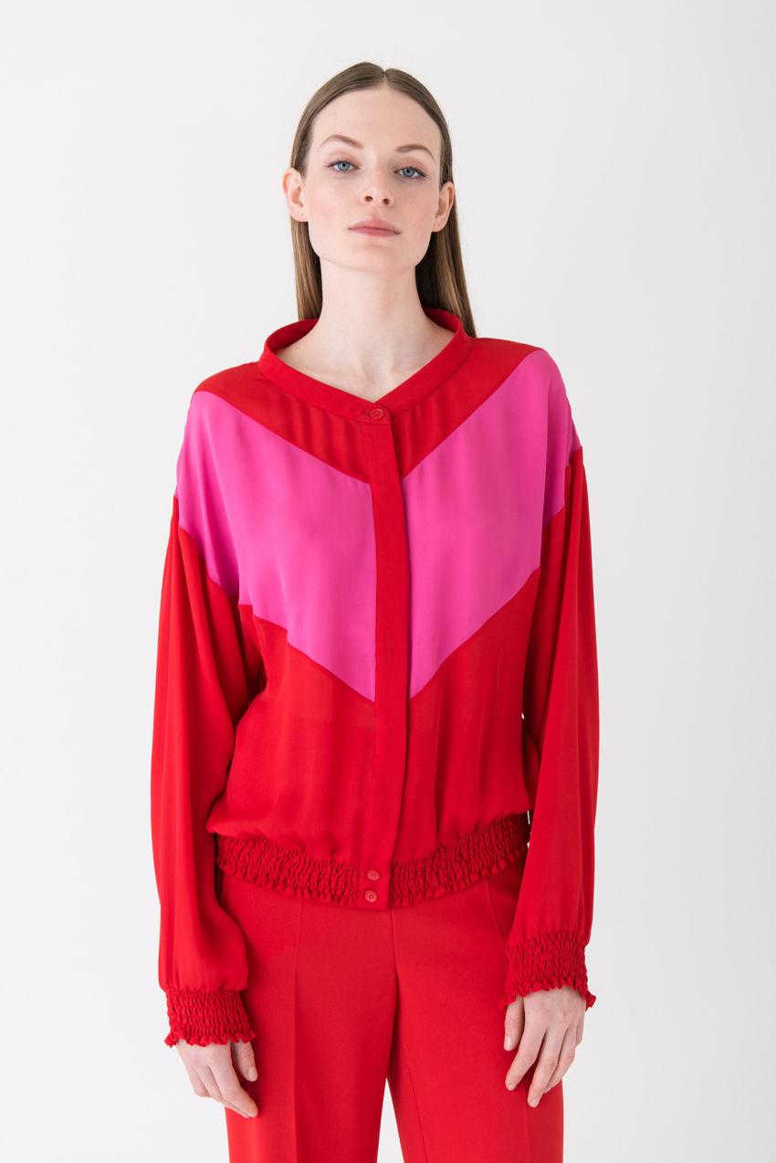 Trendiger Seiden-Blouson in futuristischem Design