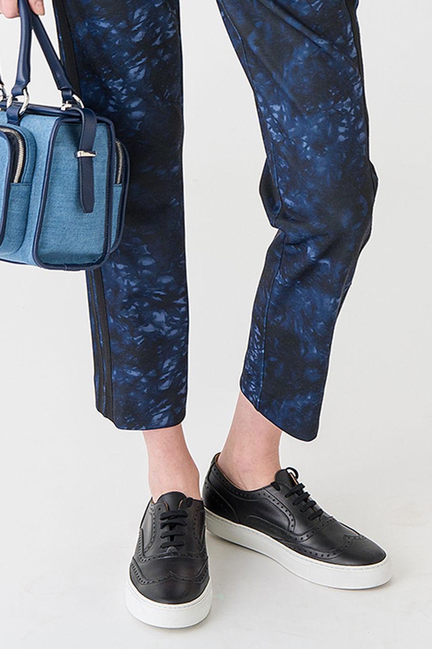 Hose aus Punto Milano in blauem Batik Print
