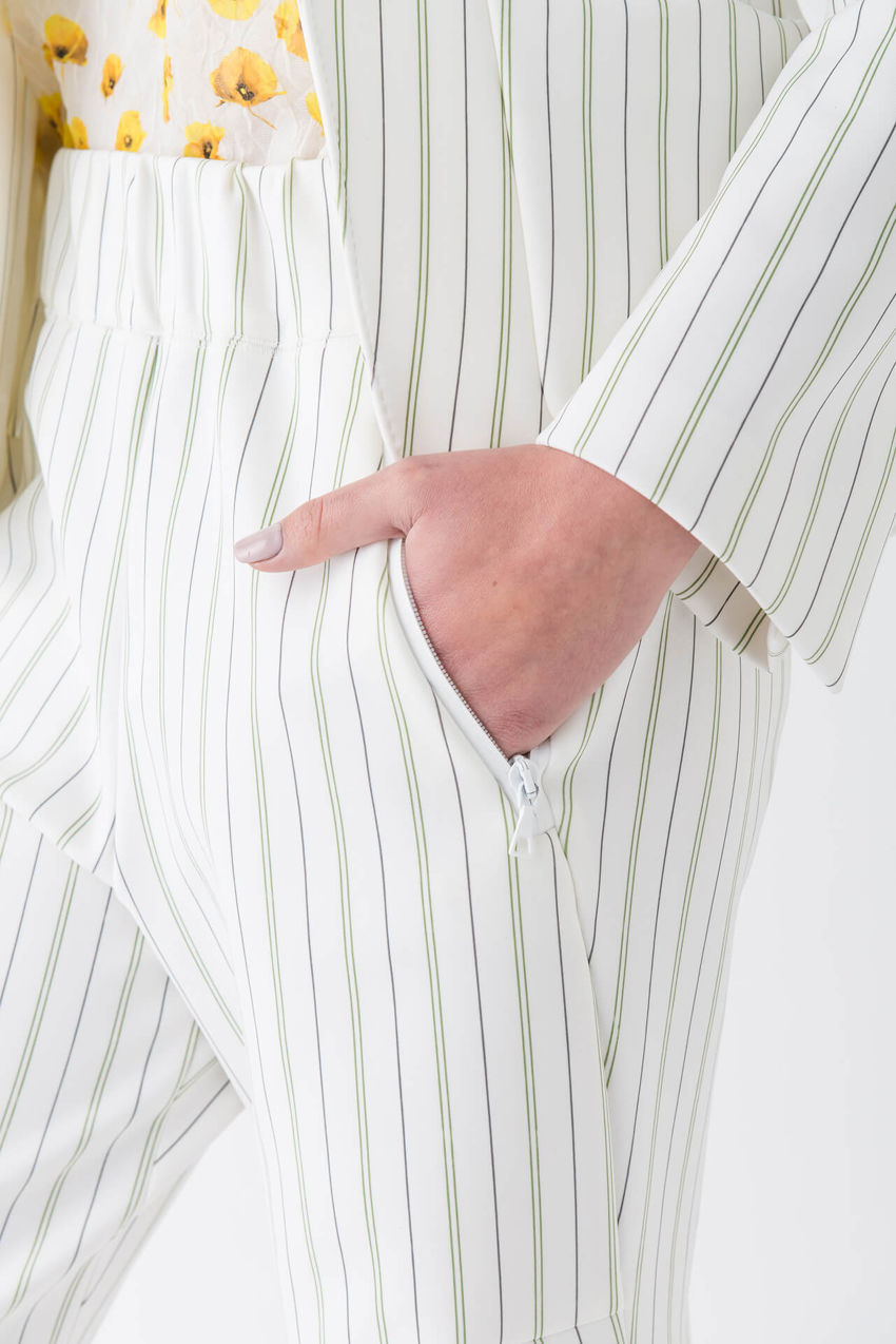 Avant-garde ¾ trousers made of striped jersey