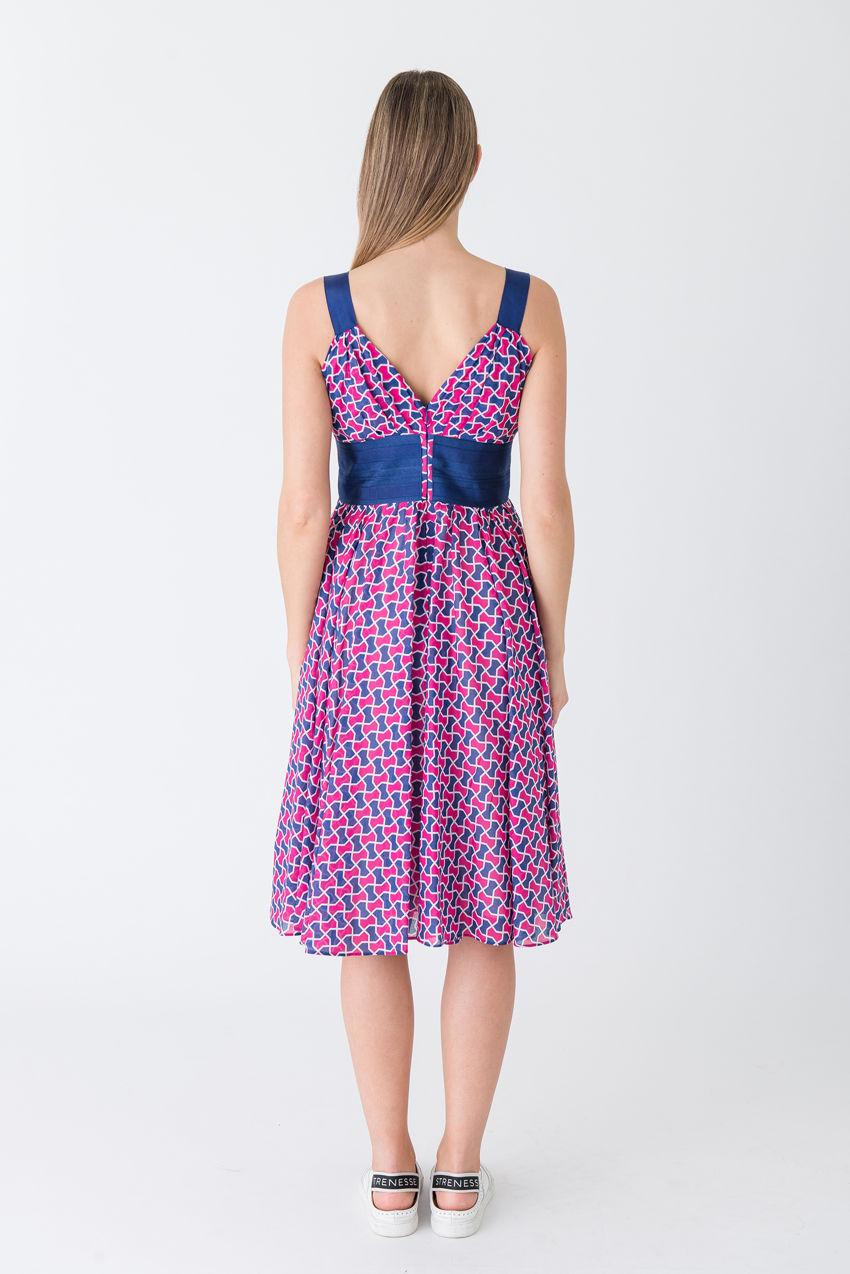 Ultra-feminines, fließendes Empire-Kleid aus zartem Voile