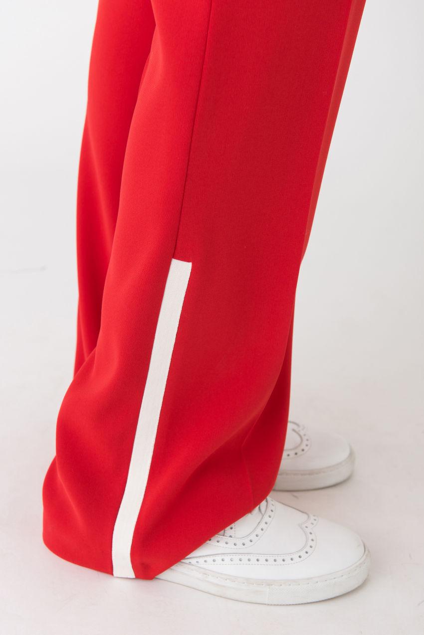 Slim-Fit Hose aus leichtem Crêpe mit effektvollen Details