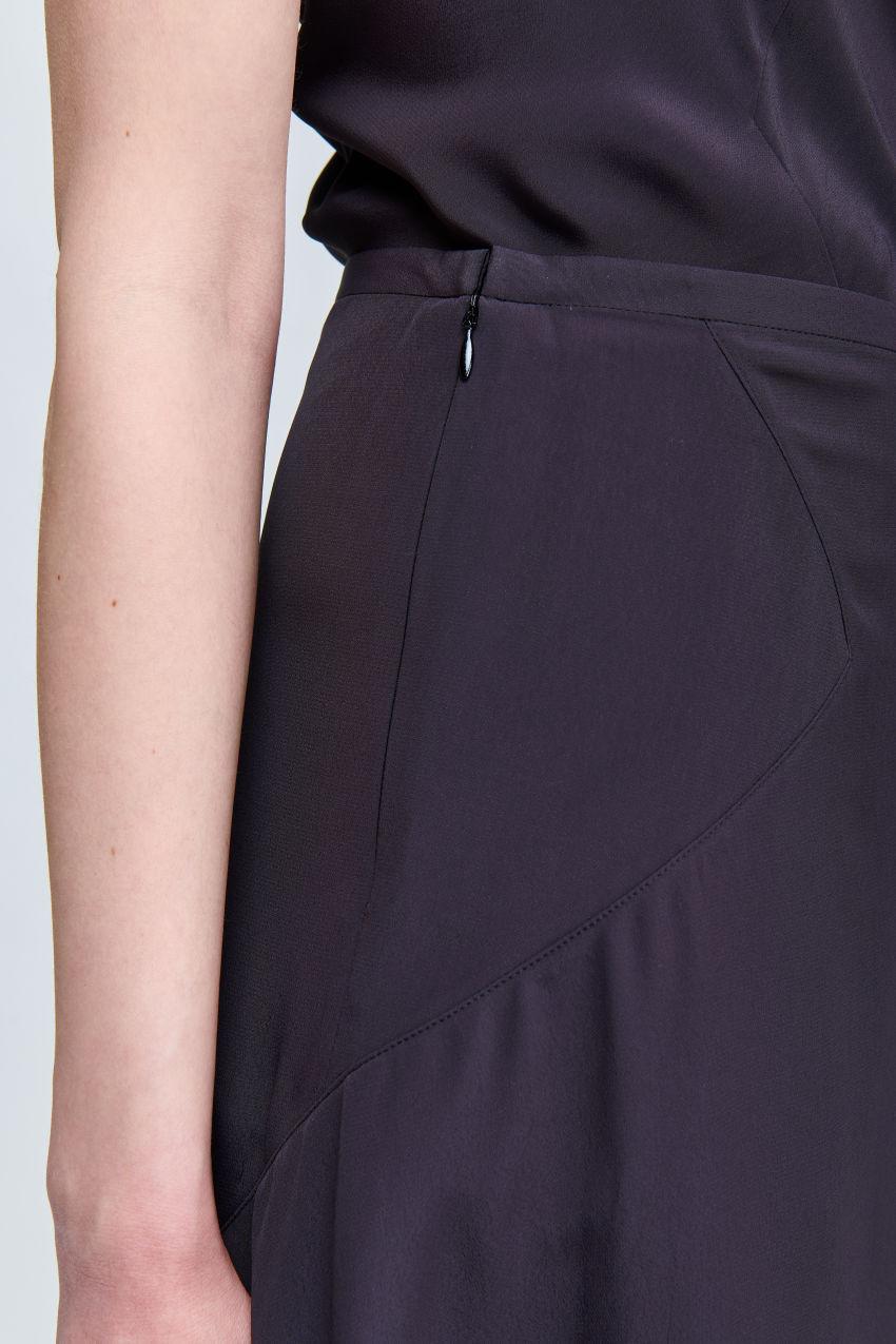Fluid crêpe skirt