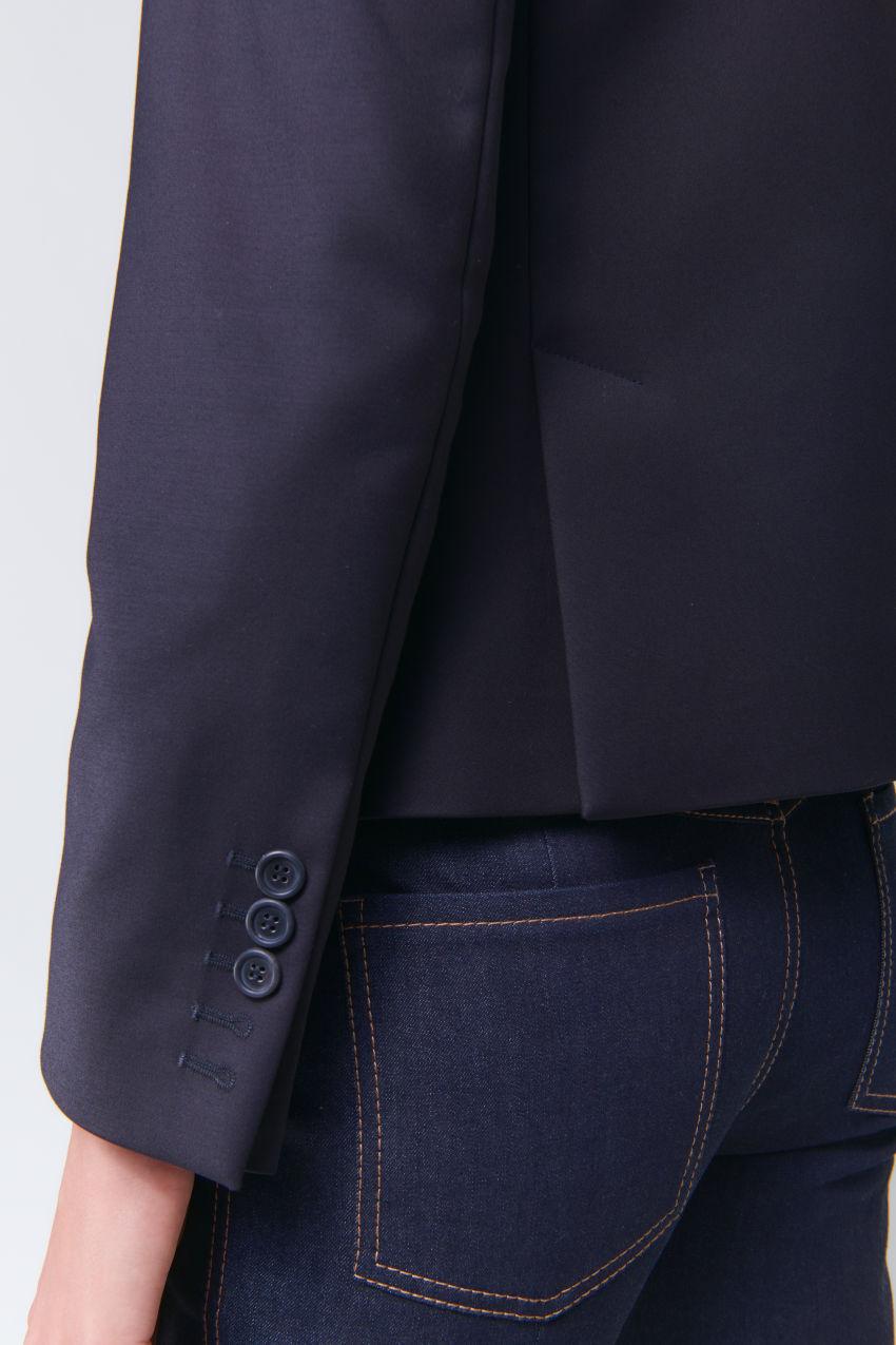 Kurzer Zwei-Knopf Blazer in Double Poplin Stretch