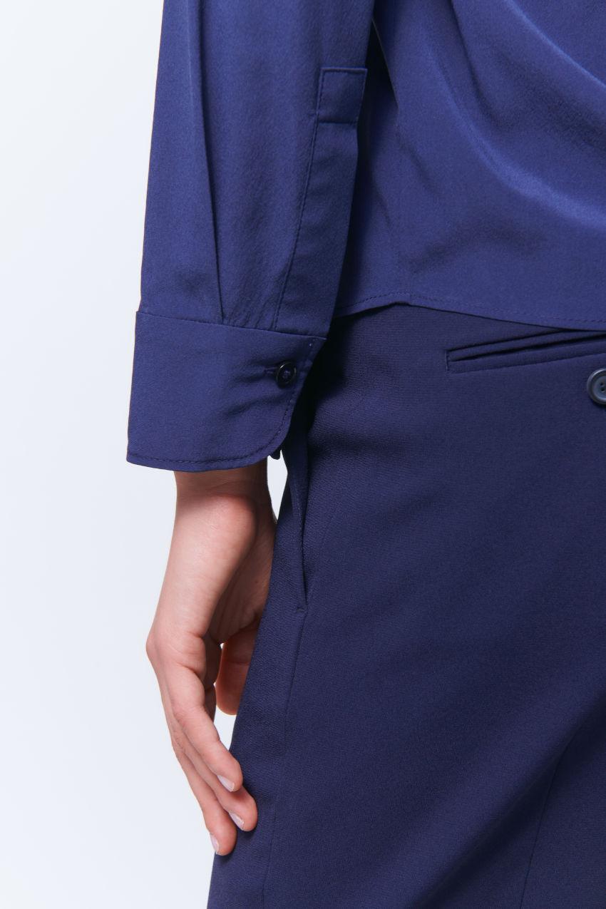Feminine silk blouse with lapel collar