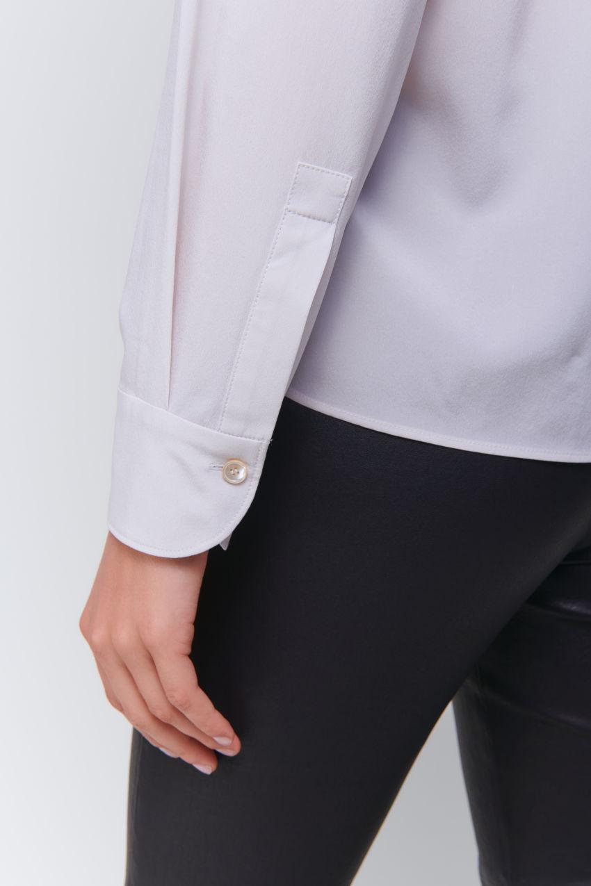 Feminine Seiden Bluse mit Reverskragen
