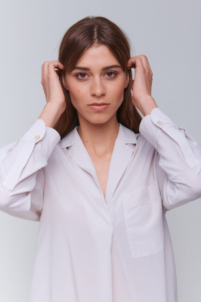 Feminine silk blouse with lapel collar