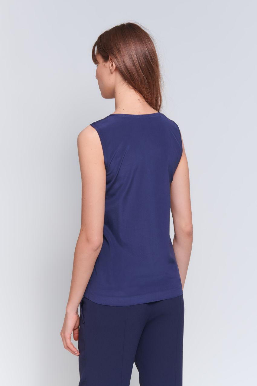 V-neck top in elegant silk