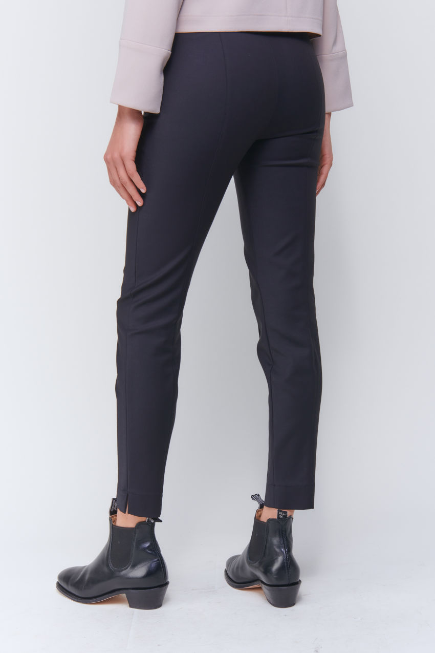Versatile slim trousers  made of Double Poplin Stretch