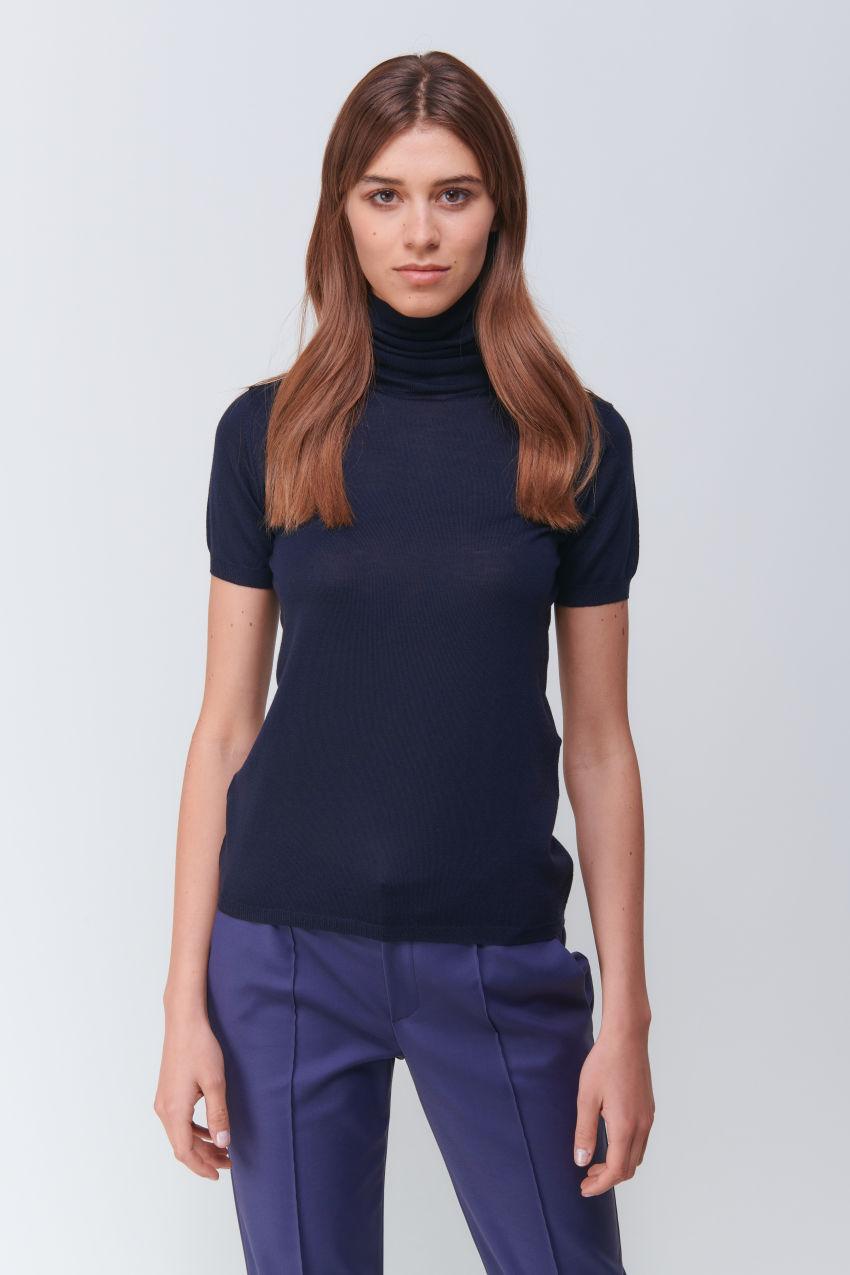 Feminine half-sleeve turtleneck in wool cashmere blend