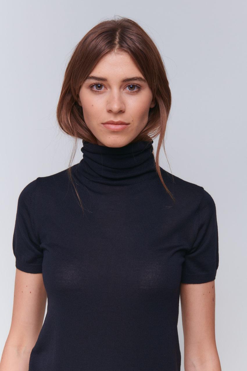 Femininer Halbarm Turtleneck in Wolle Kaschmir Mischung