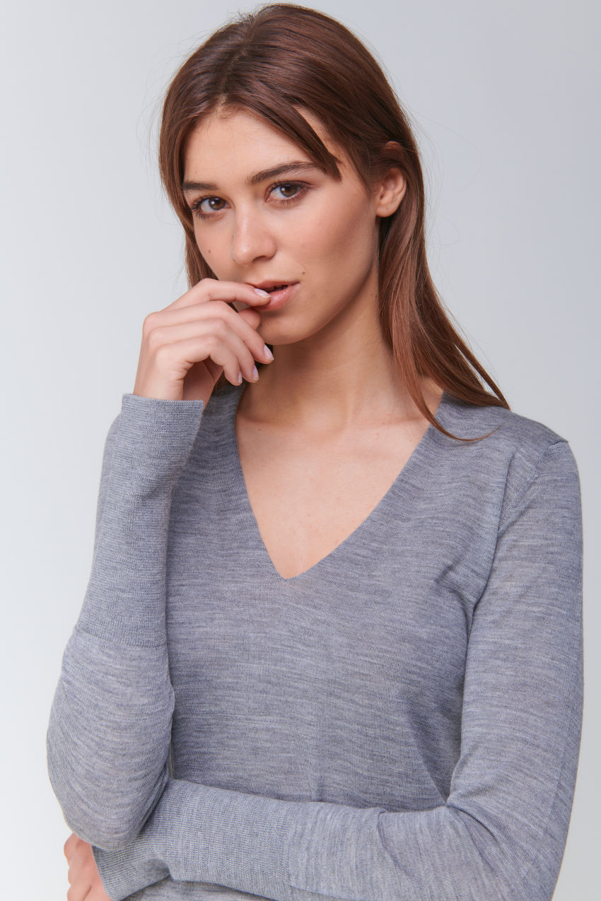 Sophisticated V-Neck Pullover in Wolle Kaschmir Mischung