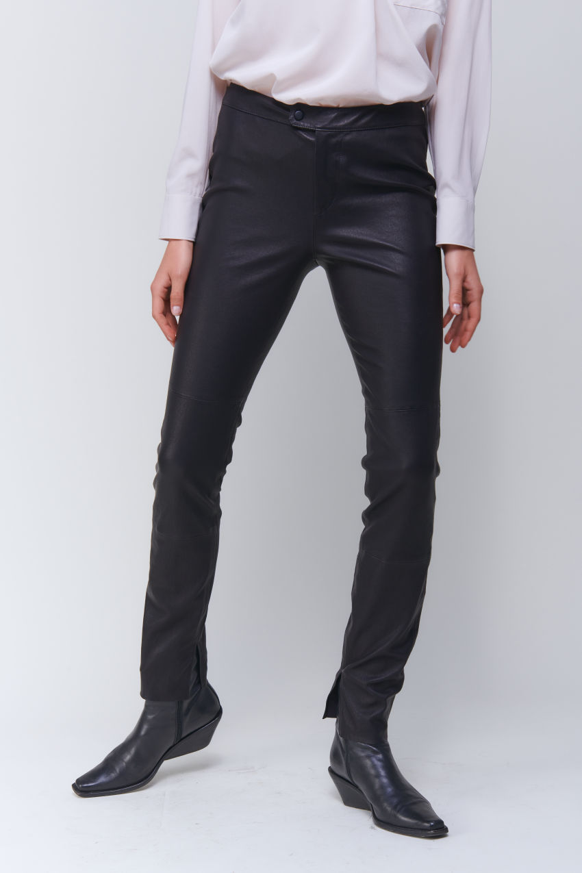 Fashionable stretch leather pants in soft lamb Nappa