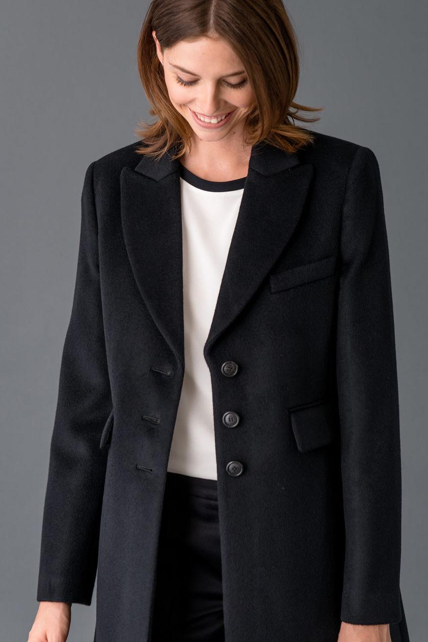 Luxuriöser Mantel aus reiner Wolle