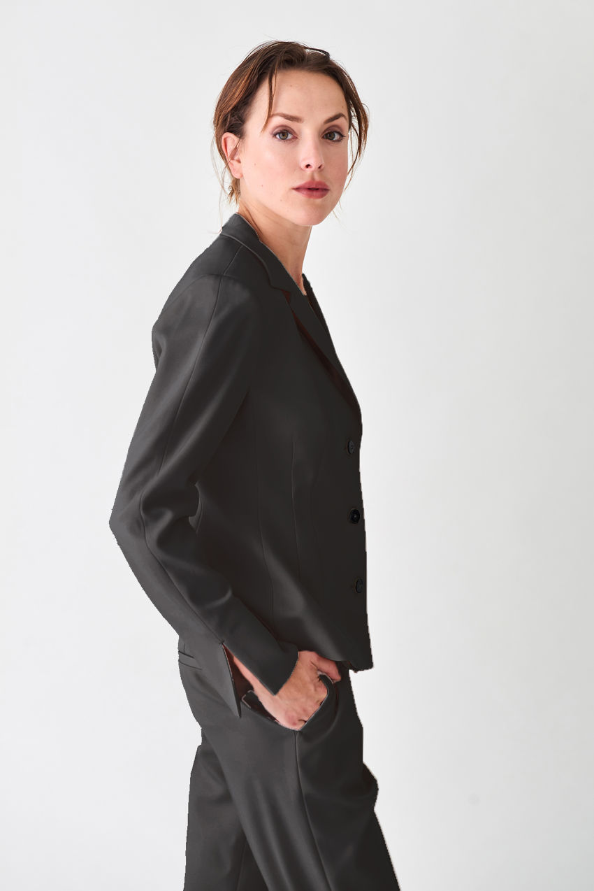 Elegante, taillierte Kurzjacke aus Crêpe Georgette