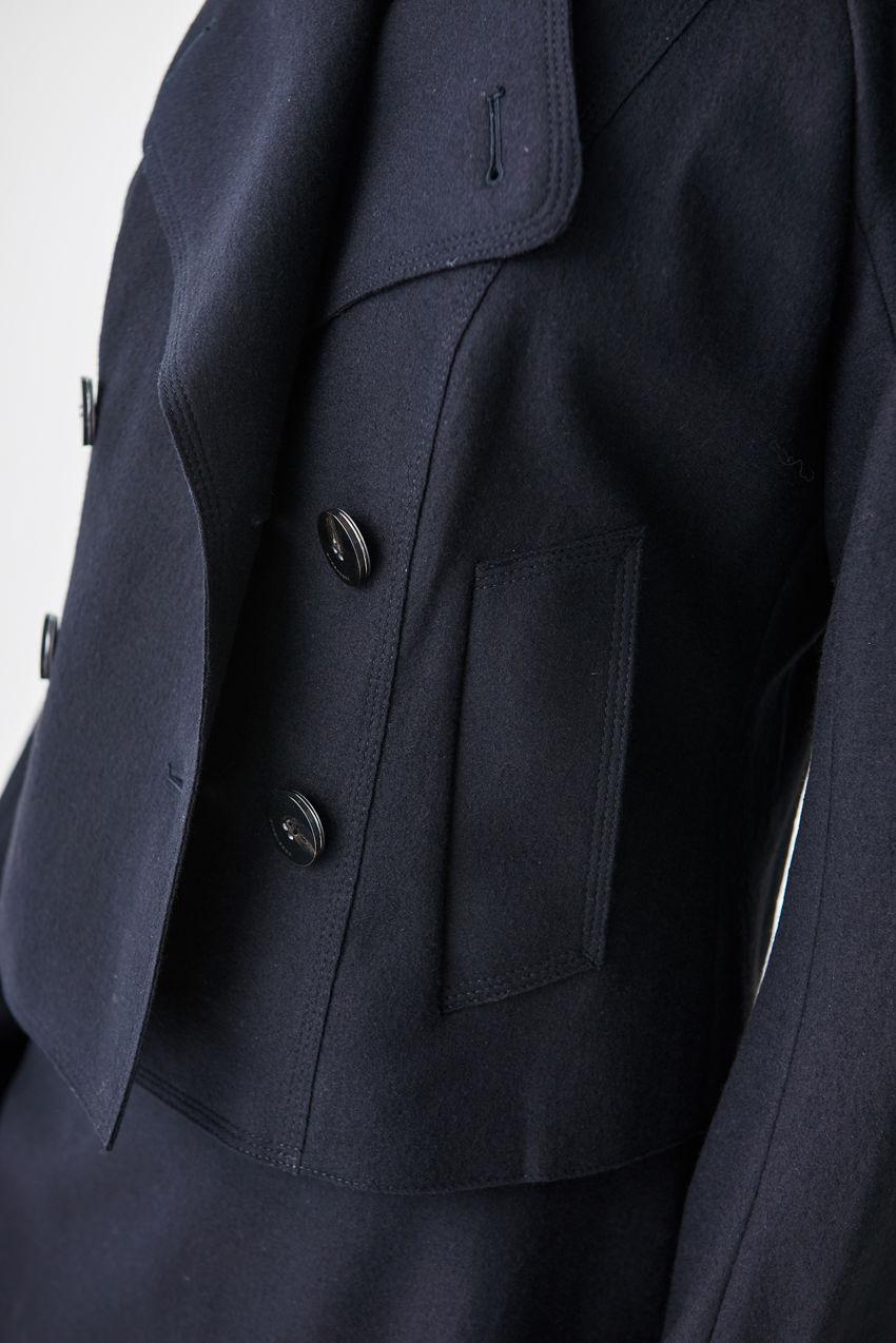 Taillenlange Wolljacke im Matrosen-Stil
