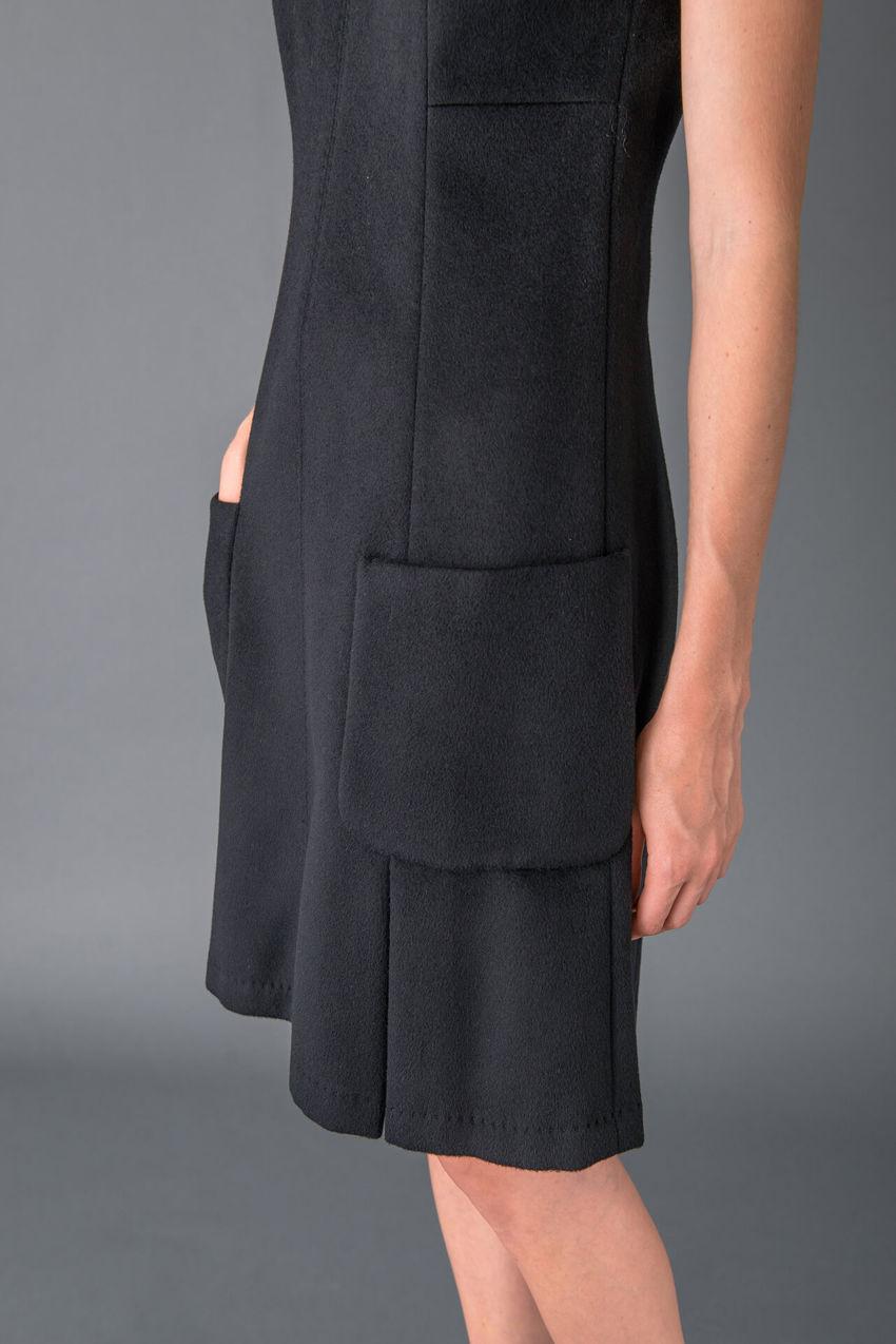Winterliches Etuikleid aus hochwertigem Wool Cloth
