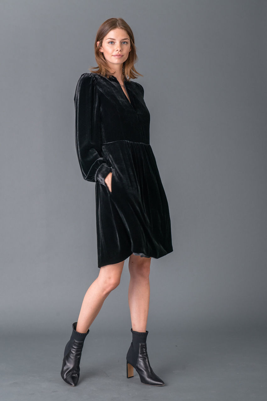 Stylish velvet dress made of viscose-silk blend