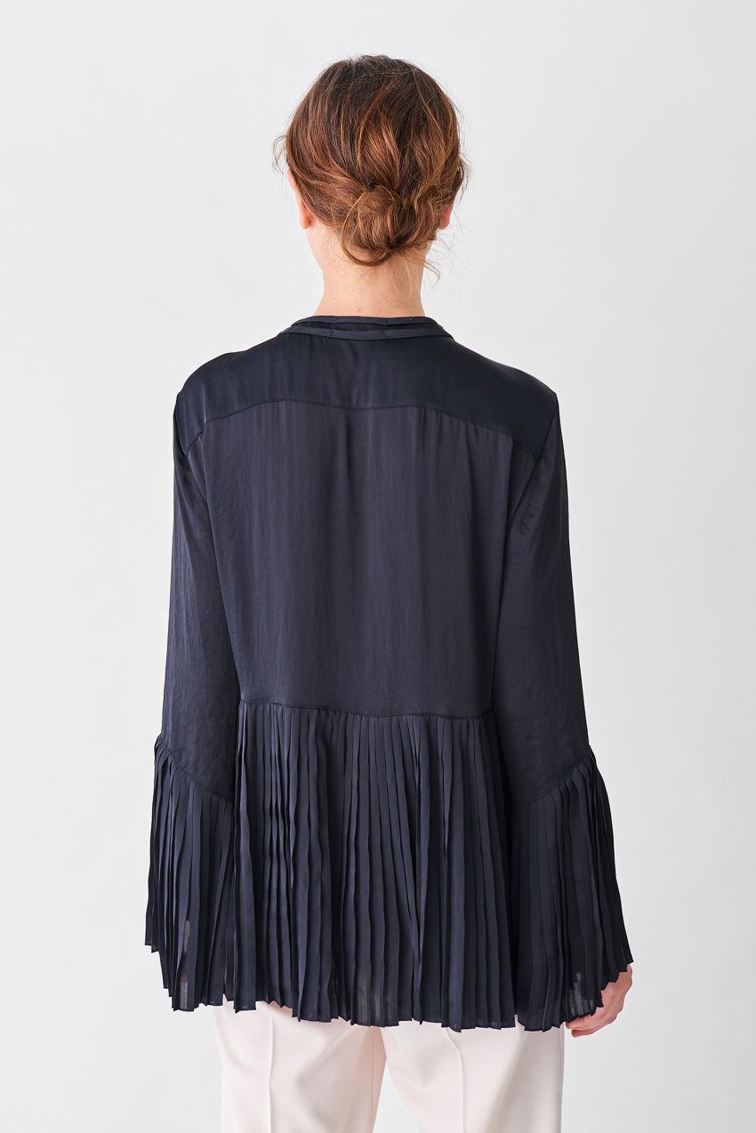 Feminine, locker geschnittene Plissée-Bluse