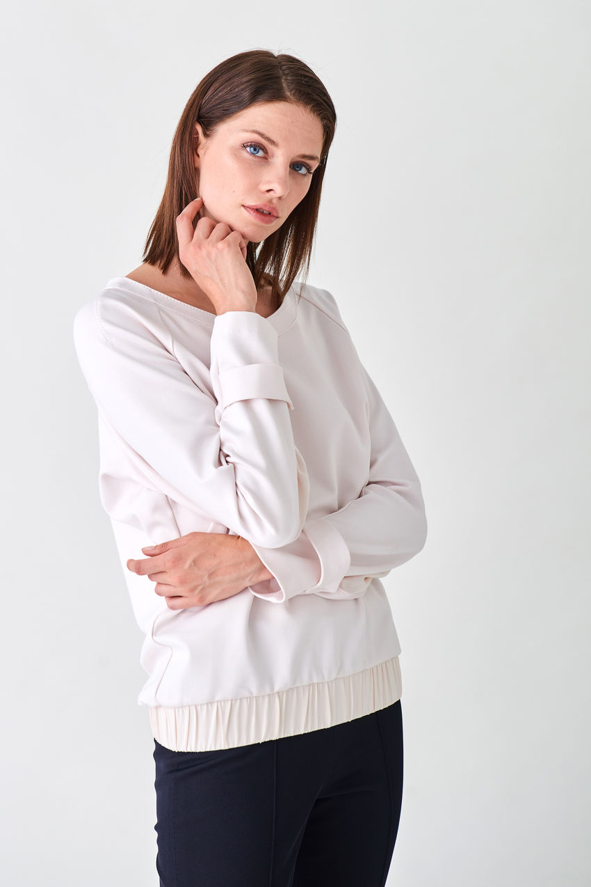 Trendy jersey shirt with boat neckline