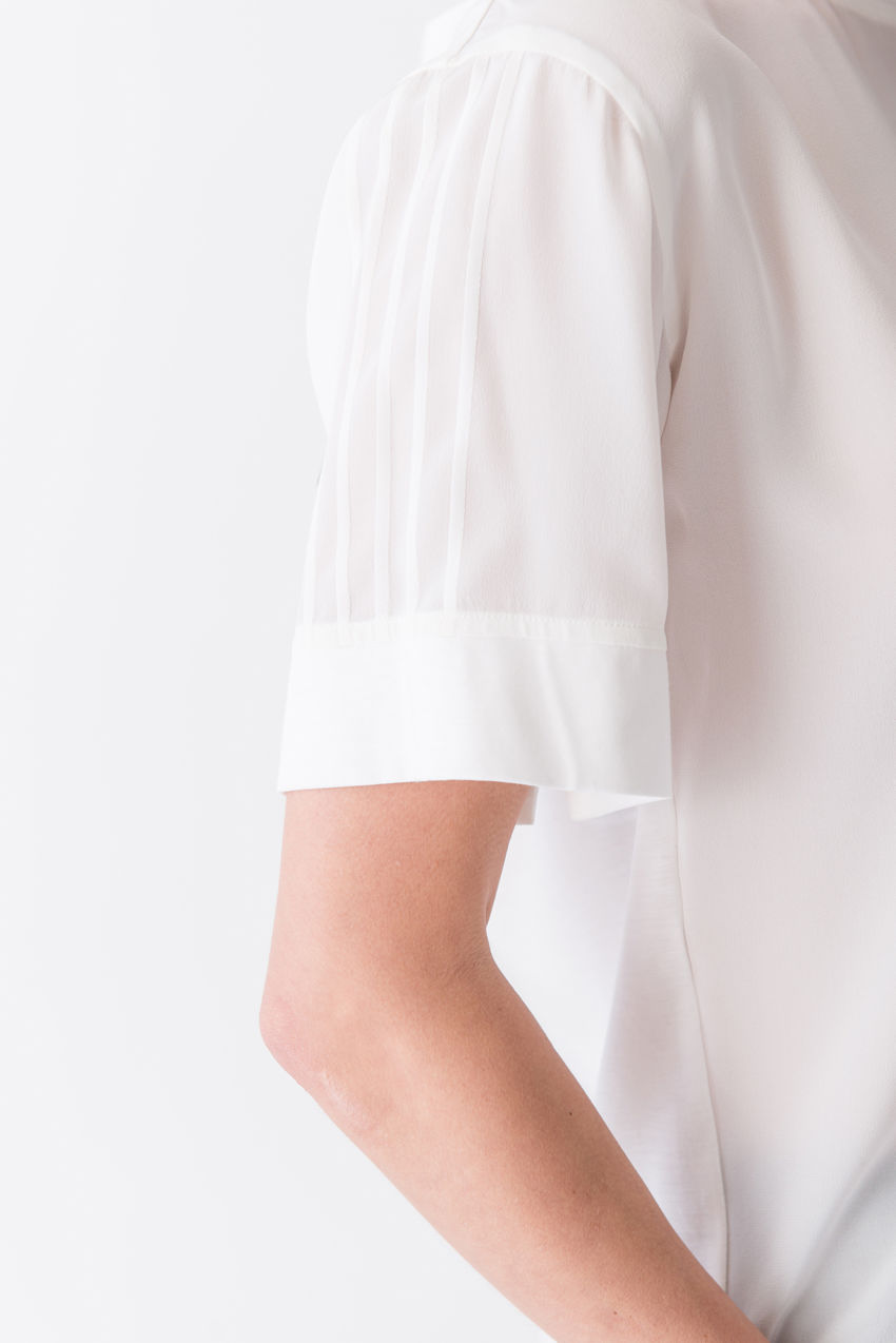Edles Kurzarmshirt aus Seide mit stylischen Farbkontrasten