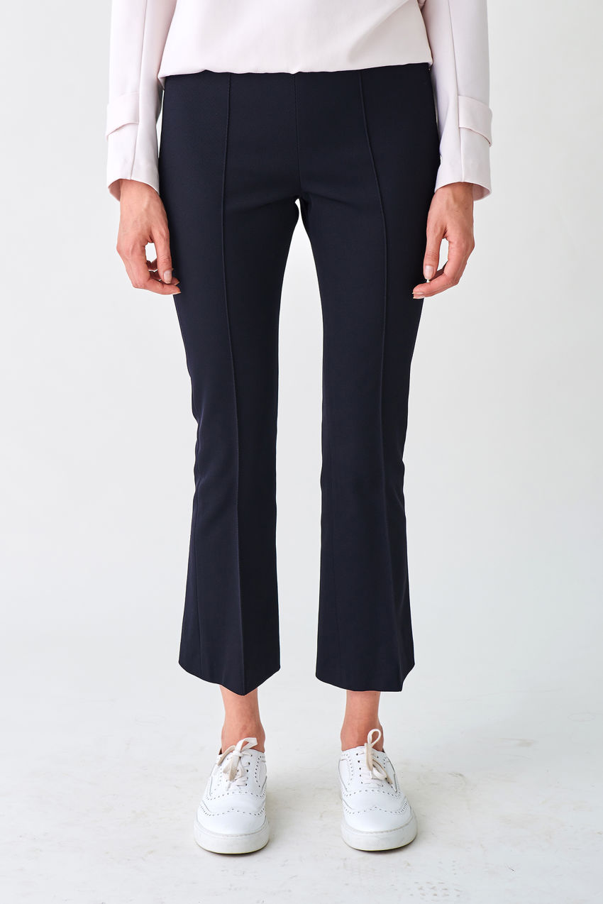 Elegant boot cut trousers made of light shining cavallery twill