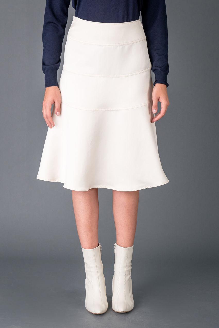Charming skirt made of Duchesse