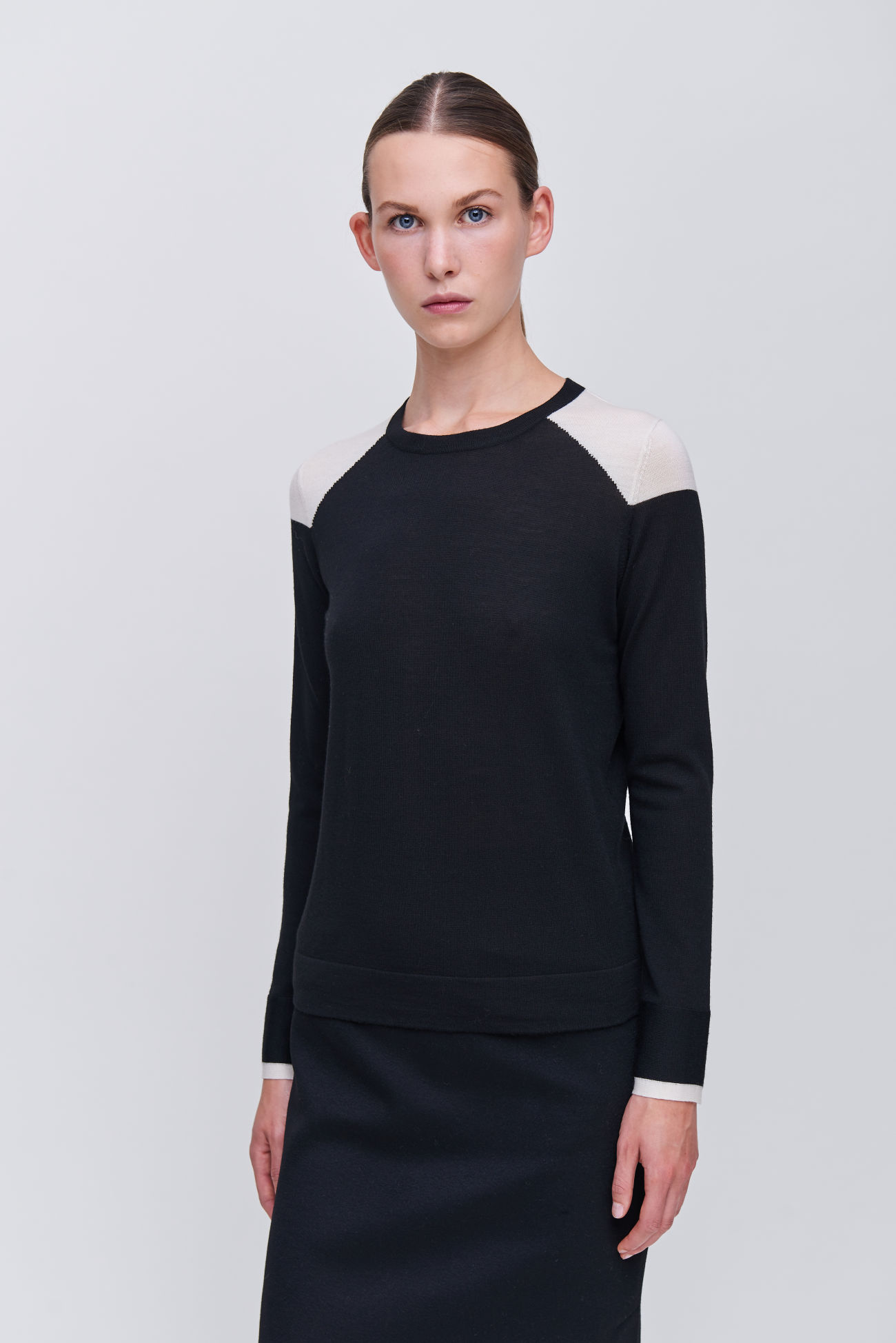 Sweater with black and white effects