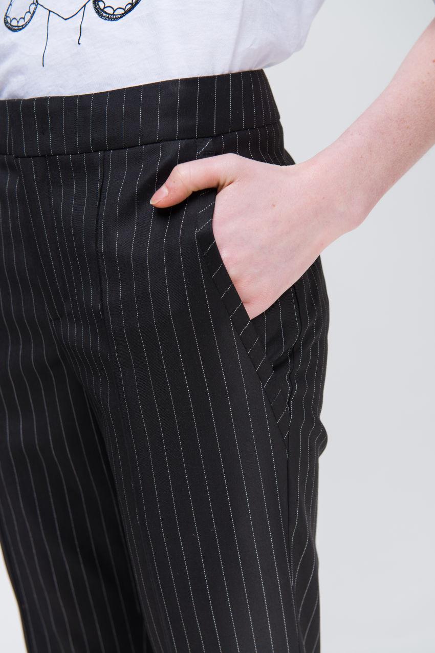 Hose aus Schurwolle-Mix
