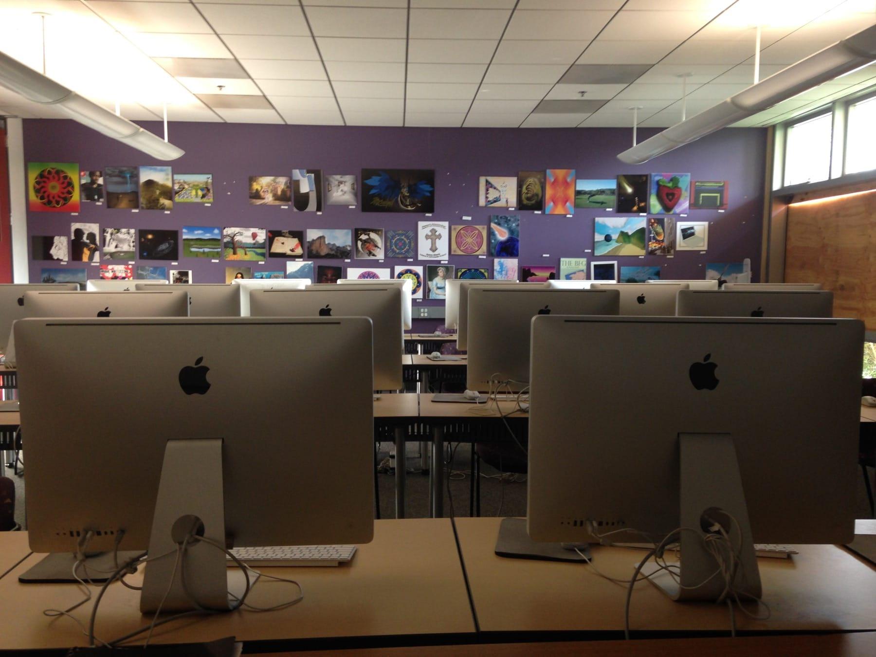 Classroom with iMacs