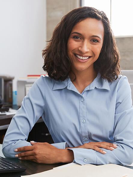 Women_at_desk_smiling