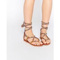 AsosFIRST TIME - Flache Sandalen mit Schnürung - Mehrfarbig